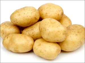 aaloo tvacha ko nikhaarata aur komal banaata hai, Potato cleans up and softens the skin, आलू त्वचा को निखारता और कोमल बनाता है, ayurvedatips, ayurveda tips