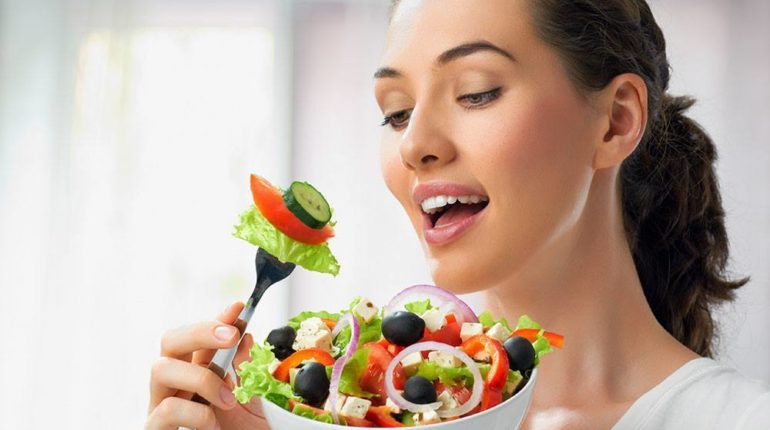 ayurvedatips-woman-eating-fresh-salad, ayurvedatips, ayurveda tips